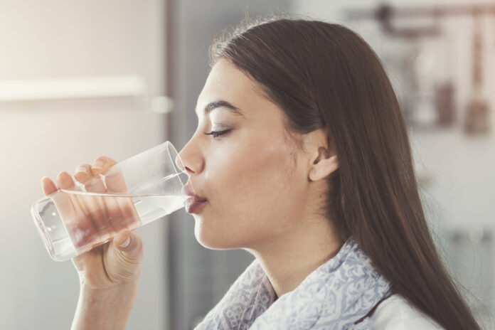 Beber Agua para Bajar de Peso