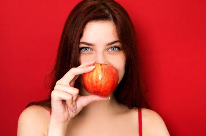 ¿Por qué Comer una Manzana por la Noche?